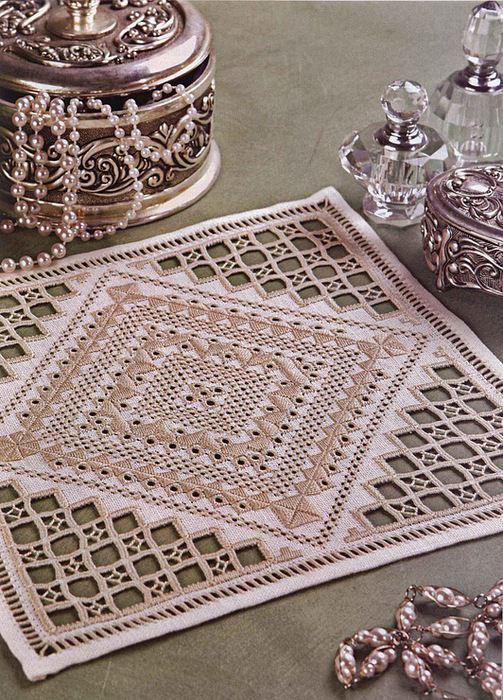 Салфетка для декора в ажурной