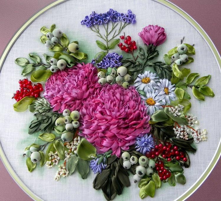 Вышивка цветов атласными