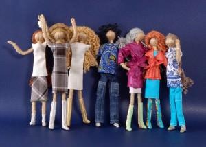 Украшаем куклы из ниток