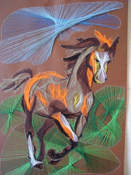 Скачущая лошадь изонитью