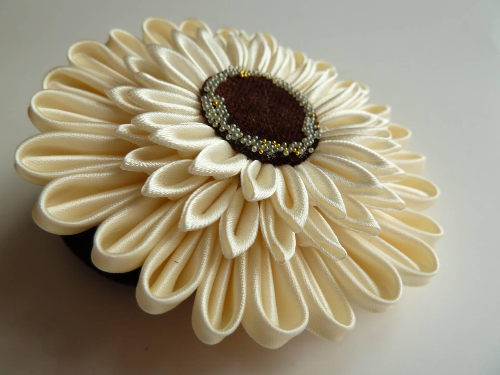 Мастер-классы по созданию цветков герберы из лент