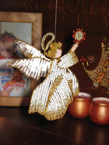 Фигурка ангела из бисера