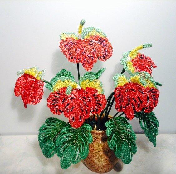 Оригинальные цветы из бисера