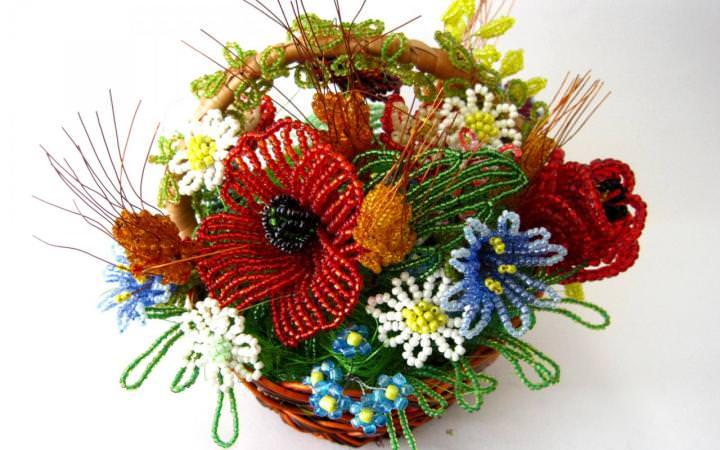 Бисероплетение цветов разными