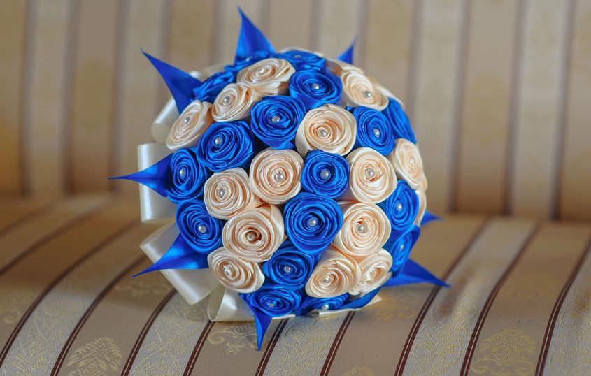 Цветы букеты из атласных лент своими руками мастер класс