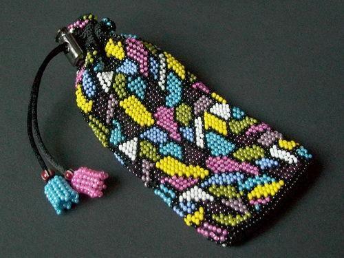 Чехол из бисера с разноцветным