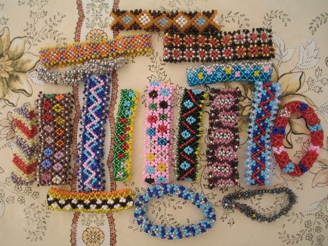 Разнообразные фенечки из
