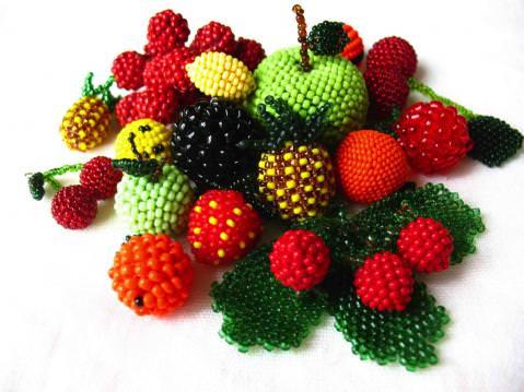 Фрукты и ягоды из бисера