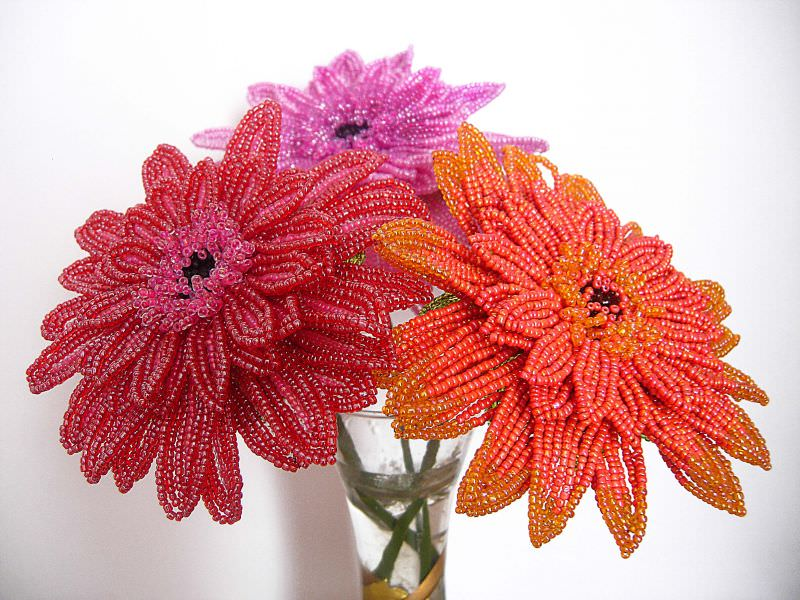плетения герберы из бисера