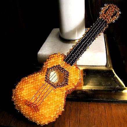 Плетём гитару из бисера