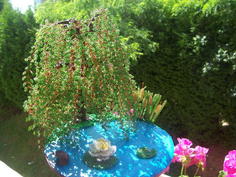 Ива из бисера с декоративным