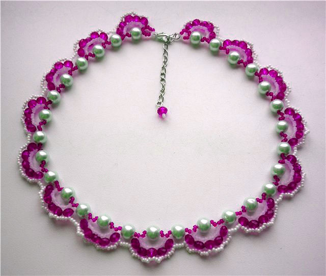 Ажурное ожерелье из бисера и