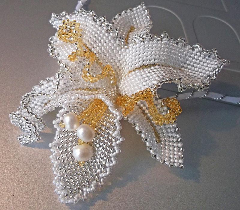 Орхидея из бисера в технике