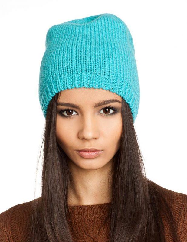 Связать спицами женскую шапку с отворотом спицами