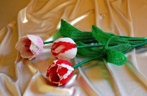 Двухцветные тюльпаны из бисера