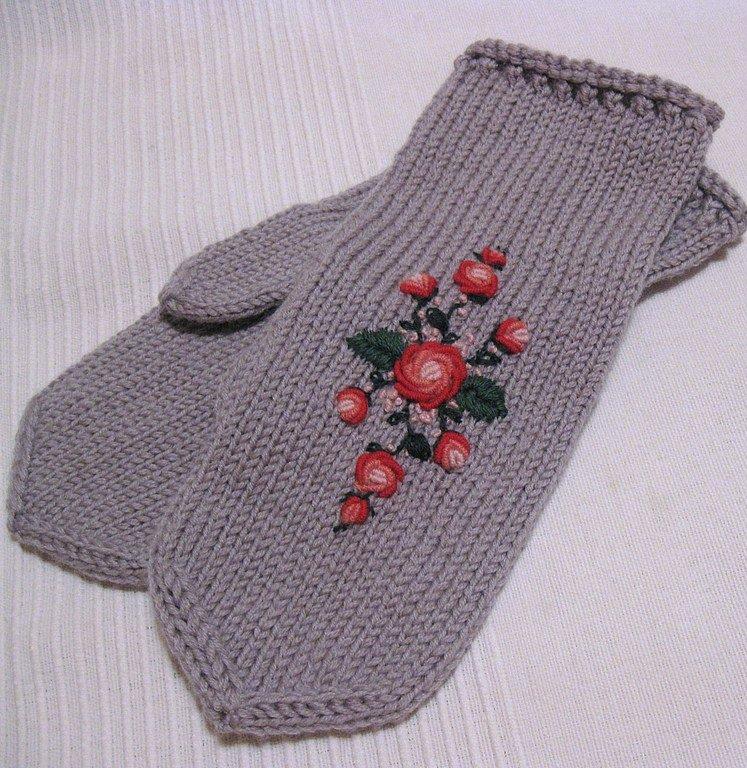 Вышивка на вязаных рукавичках