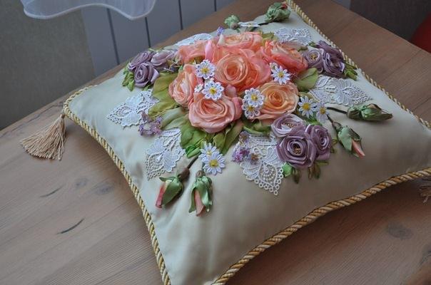 Вышивка лентами подушку с розой