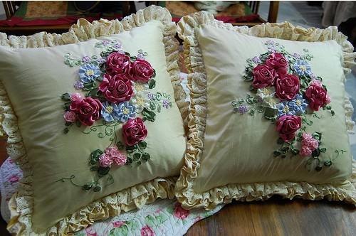 Вышивка лентами на подушке купить
