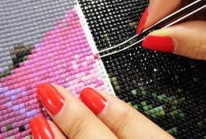 Процесс алмазной вышивки