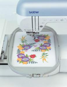 Вышиваем на швейной машике, используя пяльца