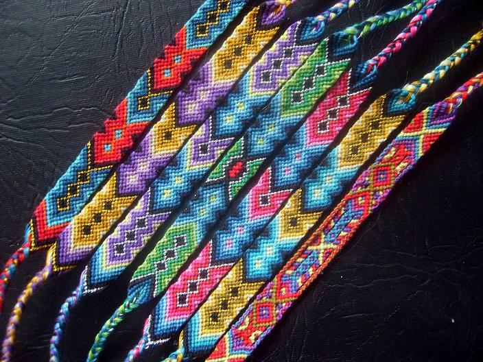 Как плети фенечки из мулине видео