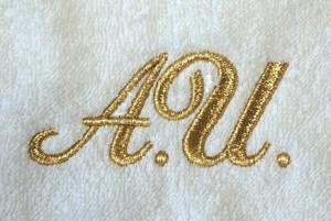 Золотые буквы на халате