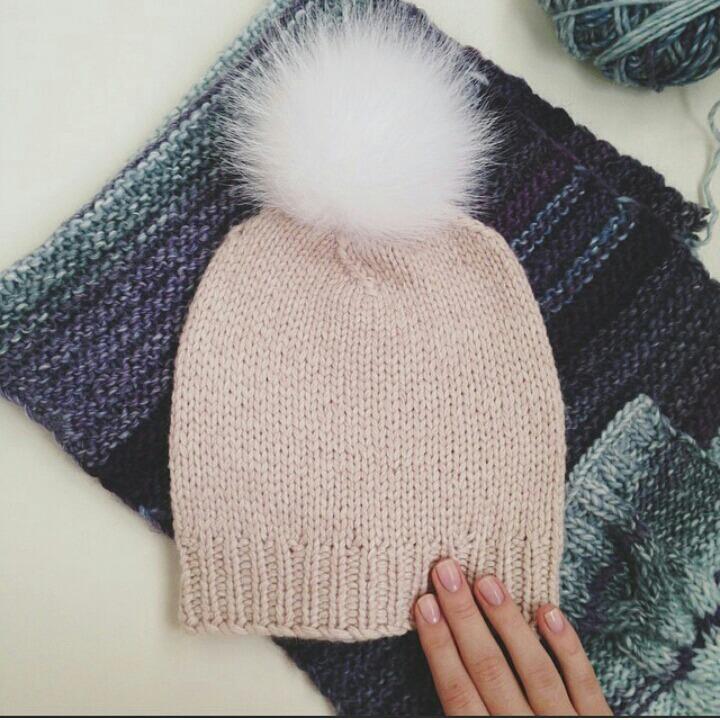 Вязание шапки бини лицевой гладью 501