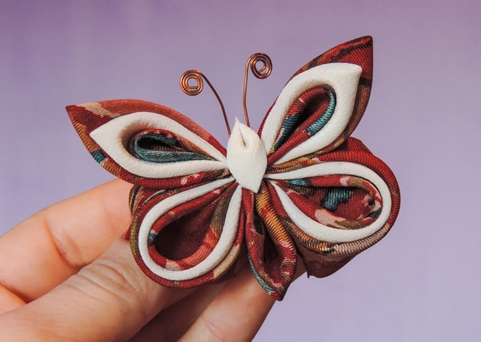 Как сделать бабочек из канзаши 13