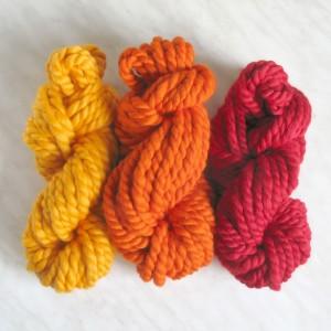 Разноцветная толстая пряжа