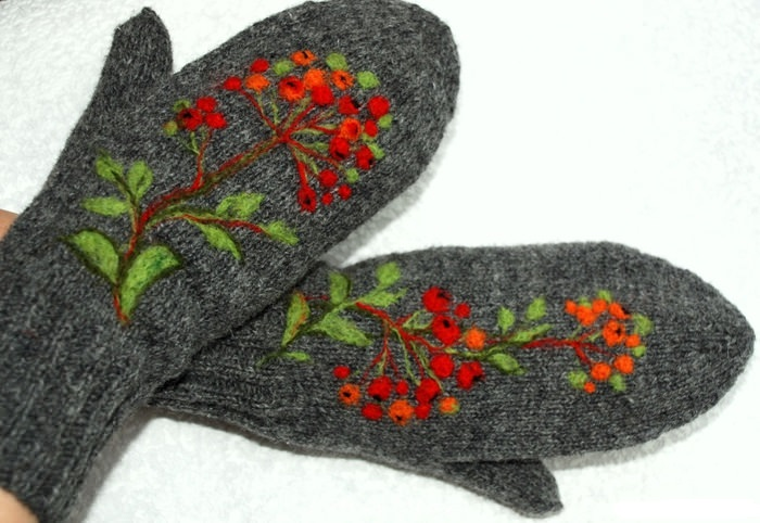 Снежинки вышивка на варежках