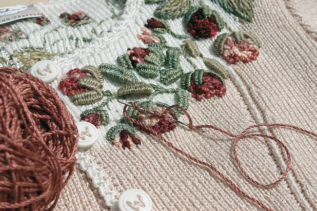 вышивка по вязаному полотну схемы и мастер классы видео